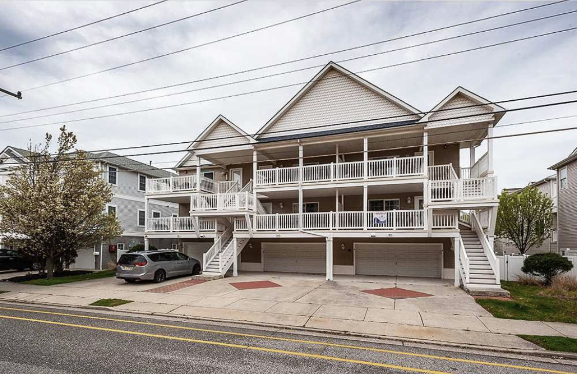 Wildwood Summer Vacation Rental - 141 E Baker AvenueB, Wildwood